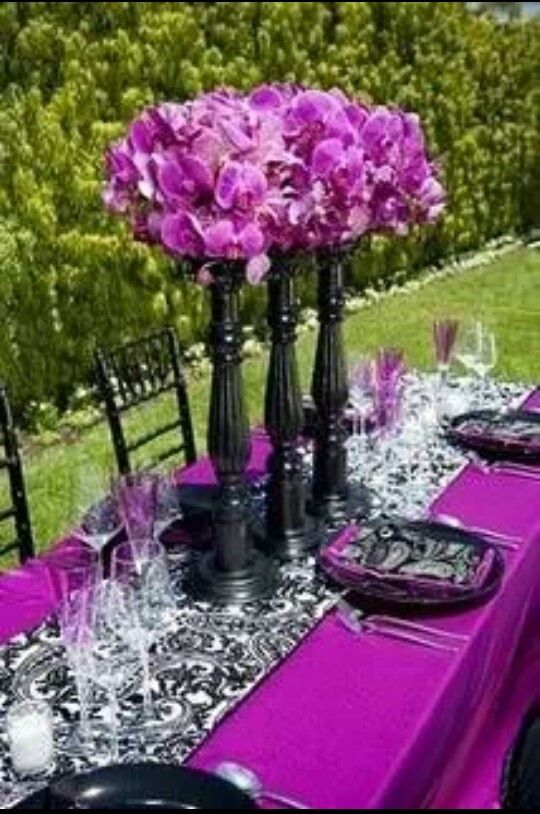 Purple black and white table decor everything wedding - White and purple decorations ...