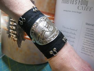 Recycled leather Steampunk cuff tutorial