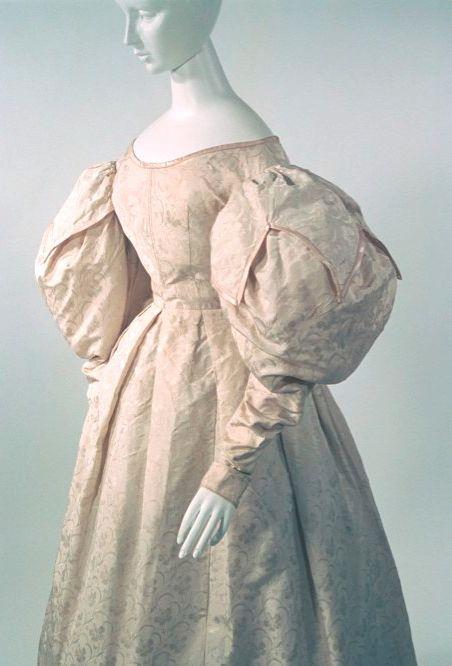 Bunka Gakuen Costume Museum c.1830-33