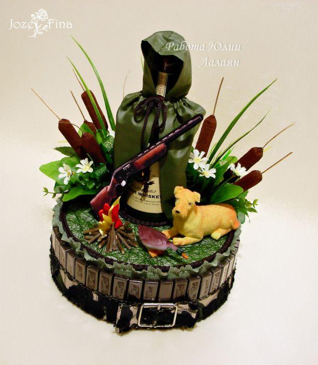 Подарок из конфет охотнику