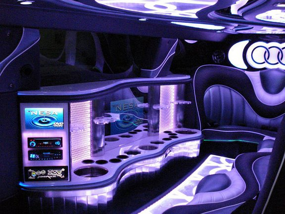 Audi Q7 Limousine Interior View Picture | Cars and ...