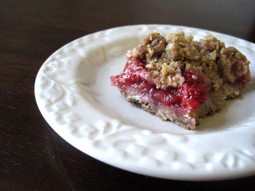 Bake a Simple Strawberry-Rhubarb Crisp