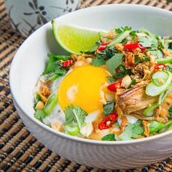 Spicy Peanut Chicken Rice Bowl {recipe} | recipes to test! | Pinterest