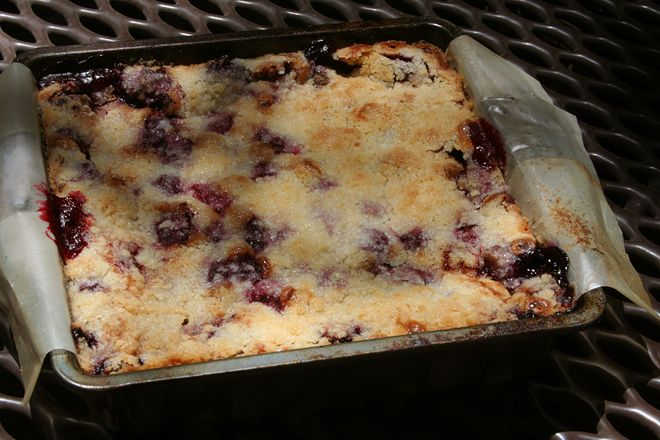 Blackberry pie bars - The Way the Cookie Crumbles