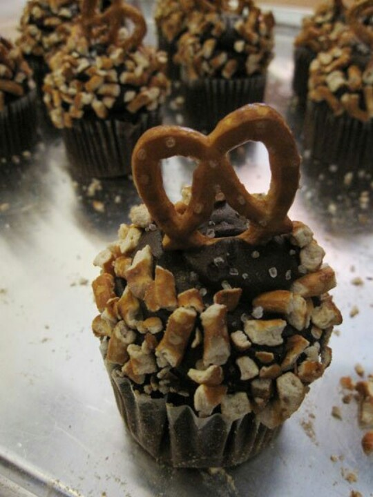 Chocolate Pretzel Cupcakes Recipe — Dishmaps