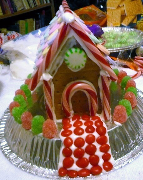 How to make gingerbread houses using graham crackers for How do you make a gingerbread house