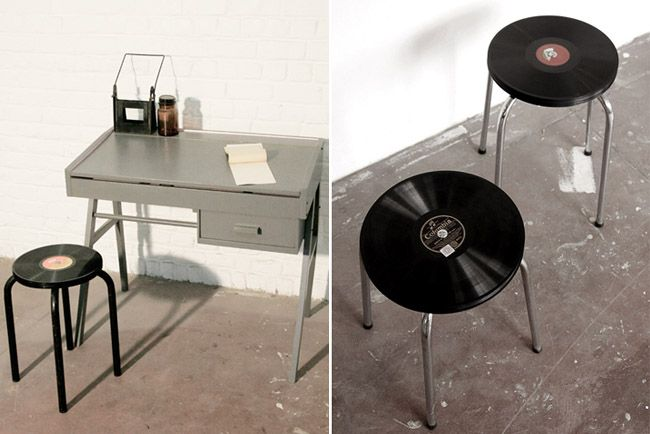 Taburetes con discos de vinilo