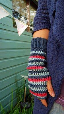 Crochet pattern: Pretty wrist warmers - Canadian Living