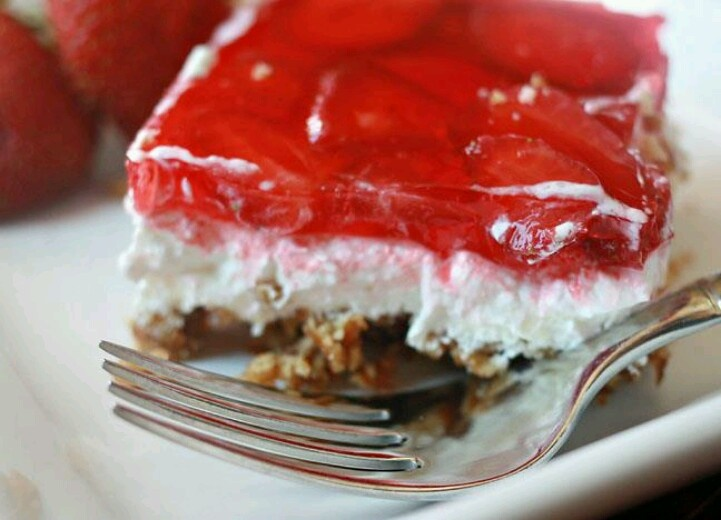 Strawberry pretzel salad | Food & Drink | Pinterest