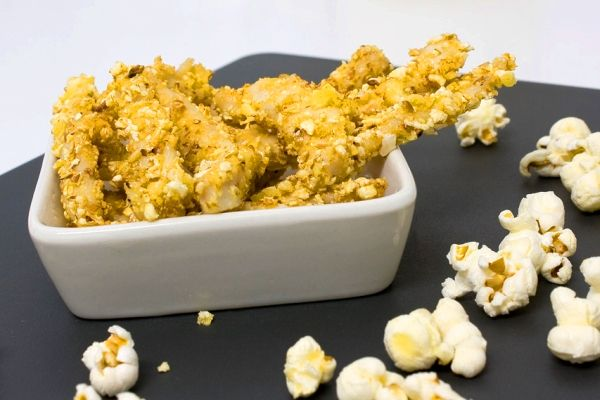 Tiras de pollo rebozadas con palomitas!  Chicken popcorn!!
