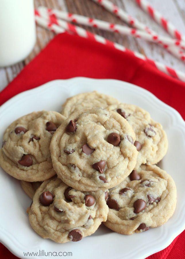 The Best Chocolate Chip Cookies recipe!! { lilluna.com }