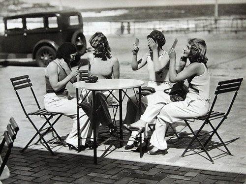 1930s primping