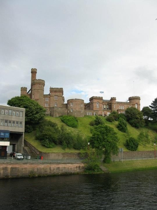 macbeth murder at inverness castle Inverness castle, highlands | by scotland channel inverness castle - setting for shakespeare's macbeth shakespeare's tragedy 'macbeth' was supposedly based in the earlier 11th century inverness castle, the location of duncan's murder.