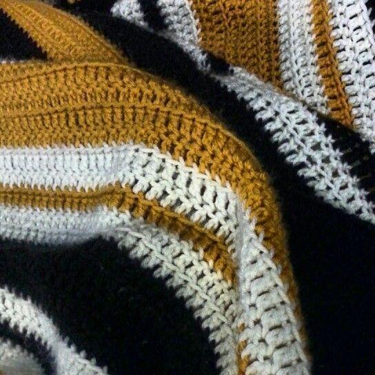Crochet Hockey Afghan Pattern : Boston Bruins crocheted afghan Hockey Pinterest