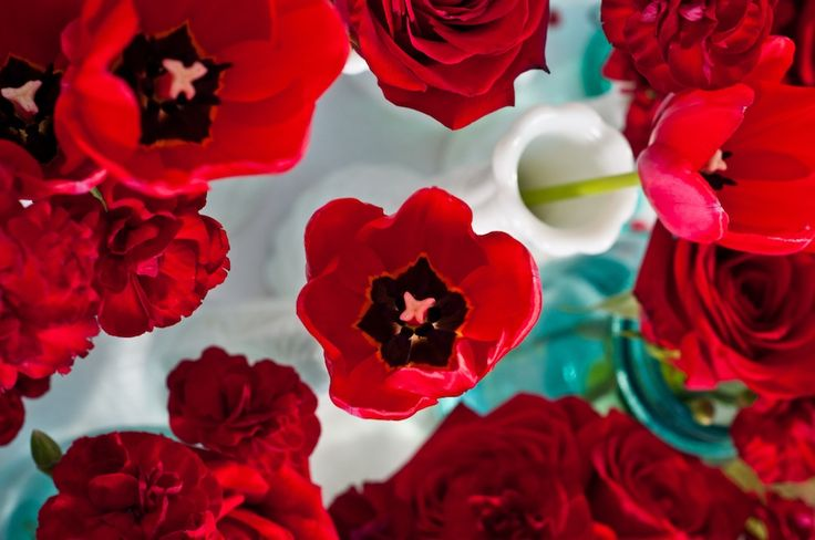 love the different flowers all in red- fun way to vamp up ordinary