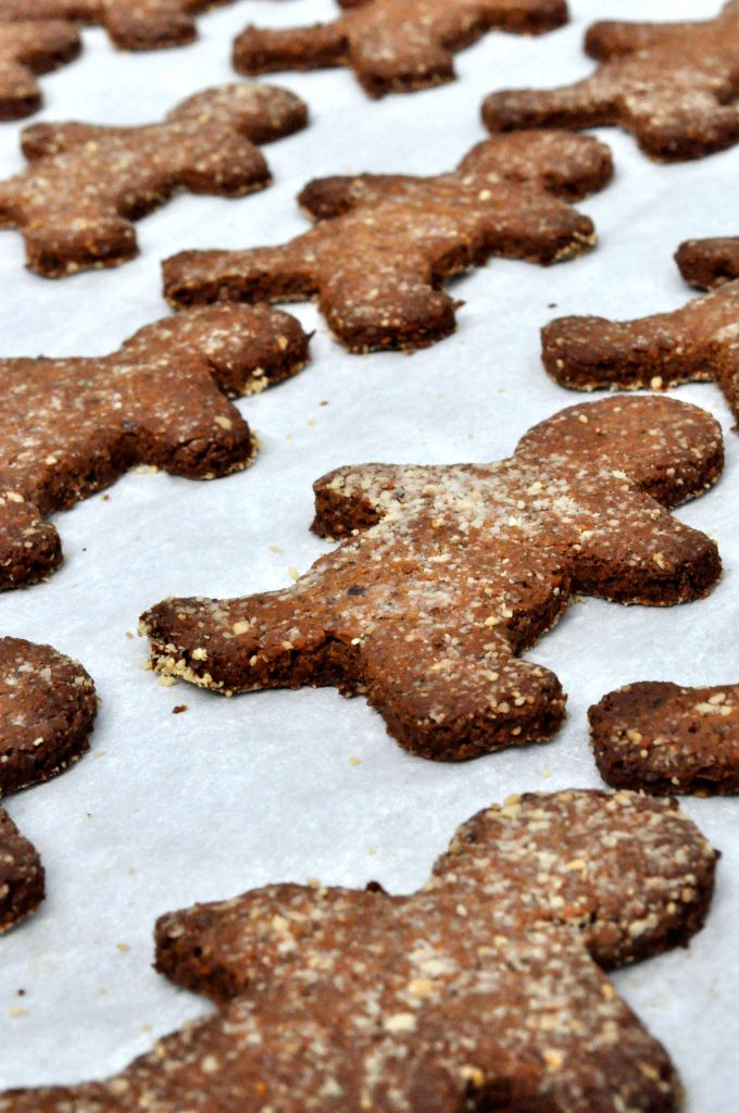 Paleo Spicy Gingerbread Cookies | Christmas cookies and treats | Pint ...
