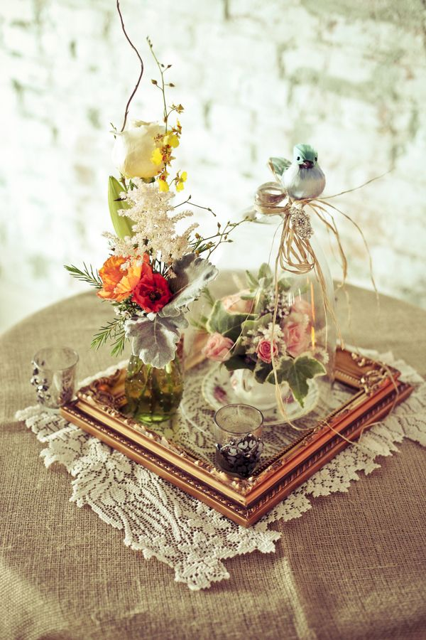 Cute And Whimsical Centerpiece Using Flowers Bird And Frame