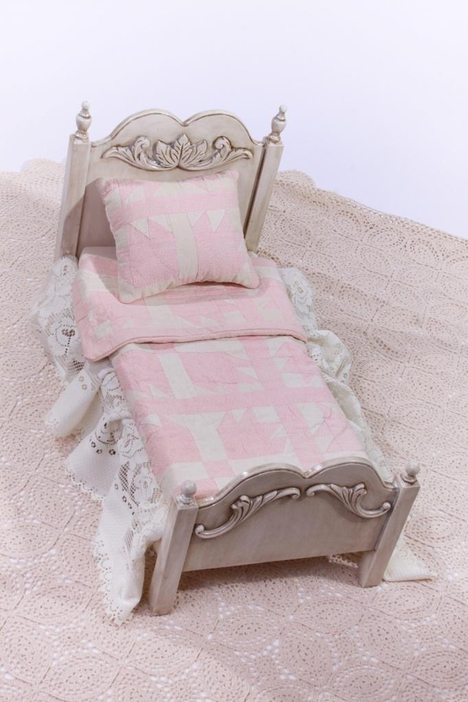 Fleur de lis bed with vintage bedding heirloom furniture restoratio - Fleur de lis bed sheets ...