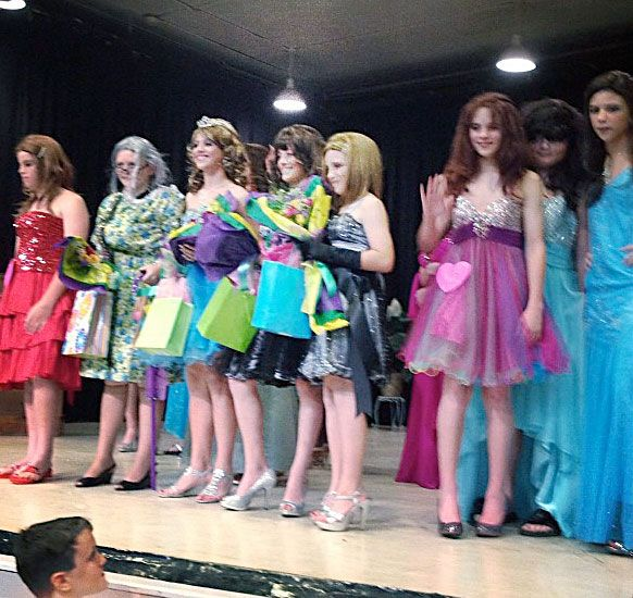 Femulate: womanless beauty pageant