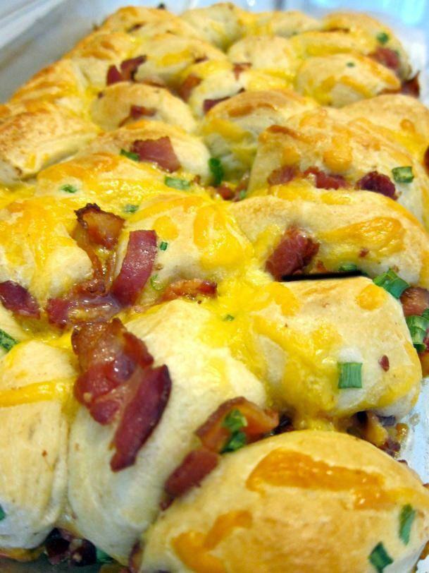 Bacon, egg, and cheese biscuit pull apart casserole. This is perfect ...