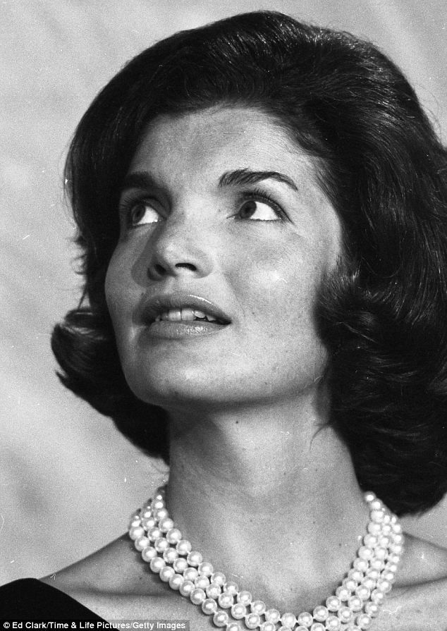 Jacqueline Kennedy wearing her favorite three-strand faux pearl necklace in Goergetown, Virginia on September 2, 1960