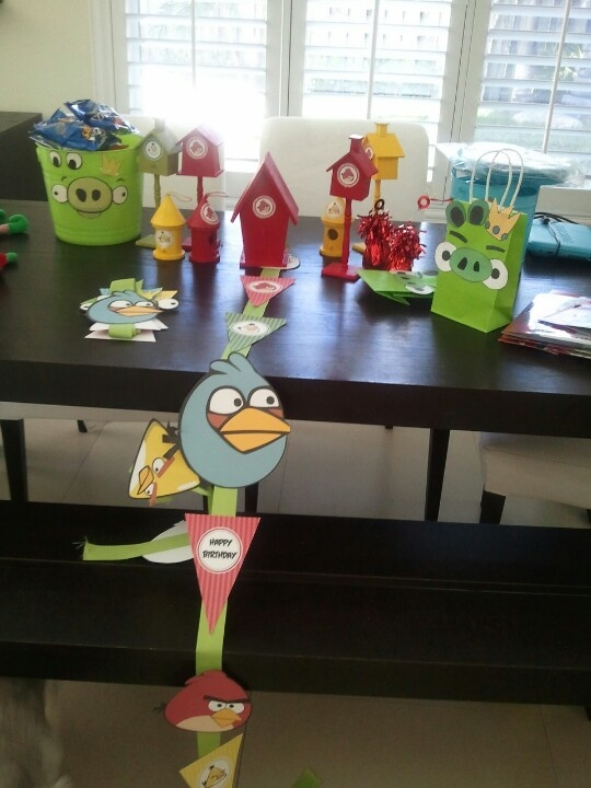 Angry birds party decorations party theme angry birds for Angry birds birthday party decoration ideas