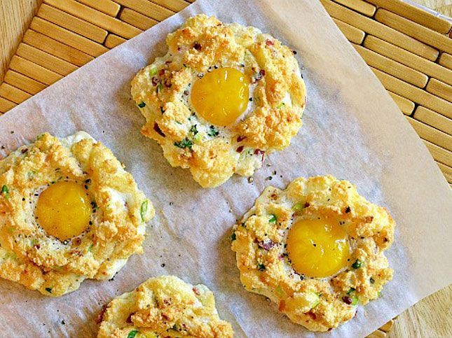 Easter Brunch: Eggs in Chili Clouds | Breakfast Yummy | Pinterest