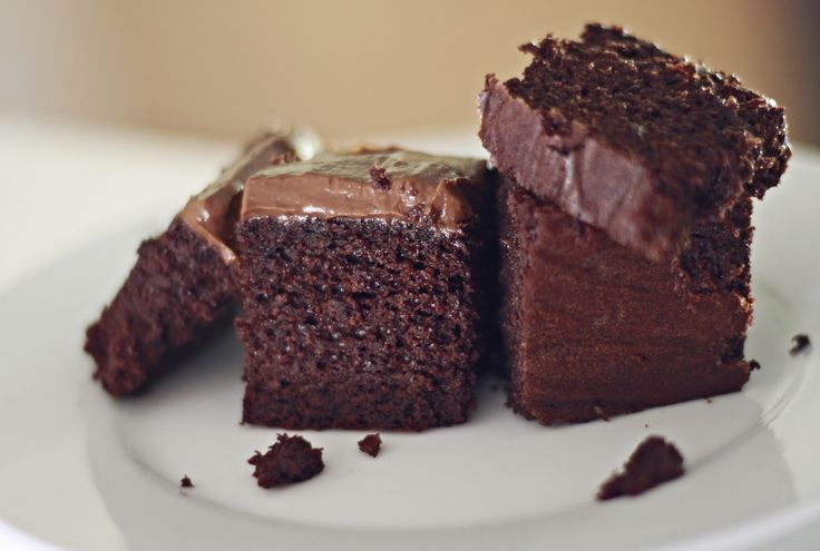 Paleo Chocolate Cake with Maple Peppermint Chocolate Frosting