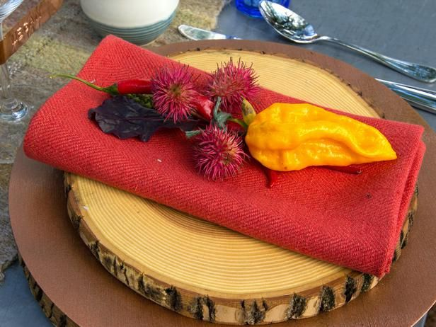 Paprika red adds unexpected brightness to this fall table setting. (http://www.hgtv.com/entertaining/host-a-casual-thanksgiving-brunch/pictures/page-2.html?soc=Pinterest)