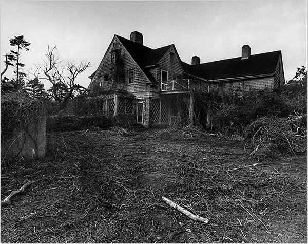 creepy, abandoned houses.