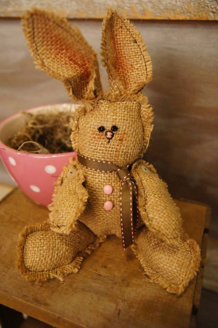 Fun spring burlap projects burlap crafts pinterest for Crafts to make with burlap