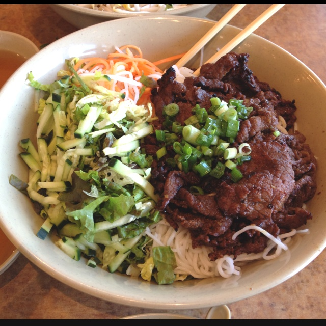 Vietnamese Vermicelli with Grilled Beef. | asian foods | Pinterest