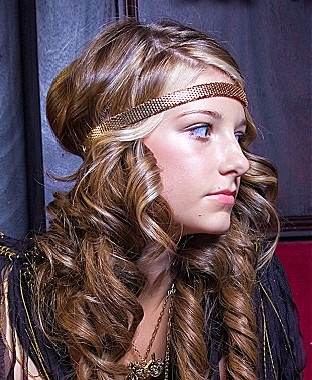 Curly Hairstyle with beautiful headband. Sexy Girls Pinterest