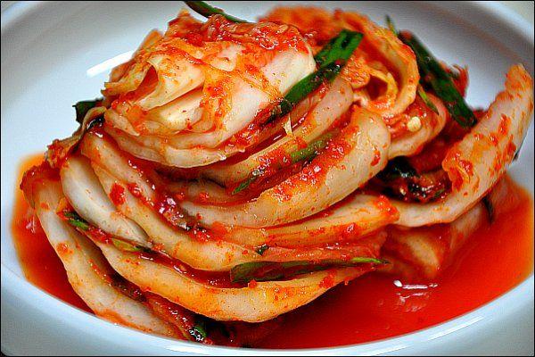 김치(baechu-kimchi) / Kimchi Cured and fermented napa cabbage kimchi ...