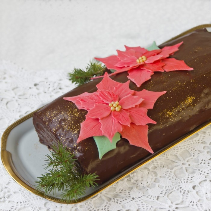 Bûche de Noël: chocolate cake with chestnut pastry cream and ...