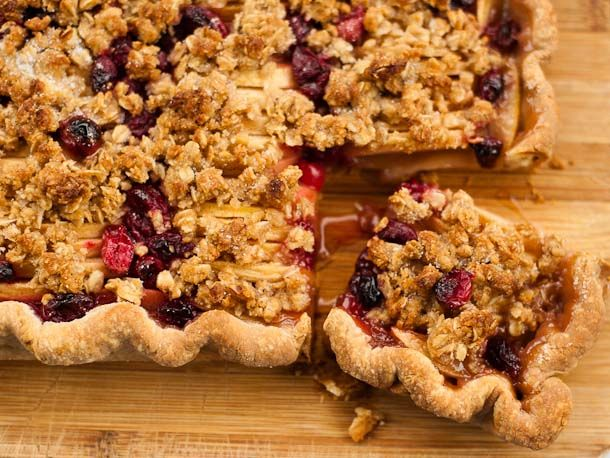 cranberry-apple-slab-pie - this is my type of pie since it has oatmeal ...