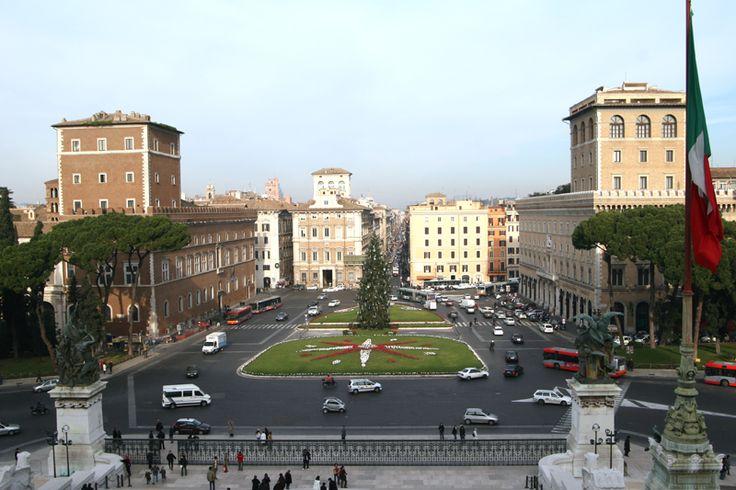 Piazza Venezia | RentTheSun