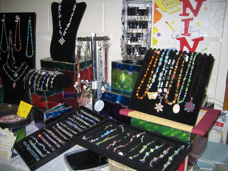 Pinterest discover and save creative ideas for Display necklaces craft fair
