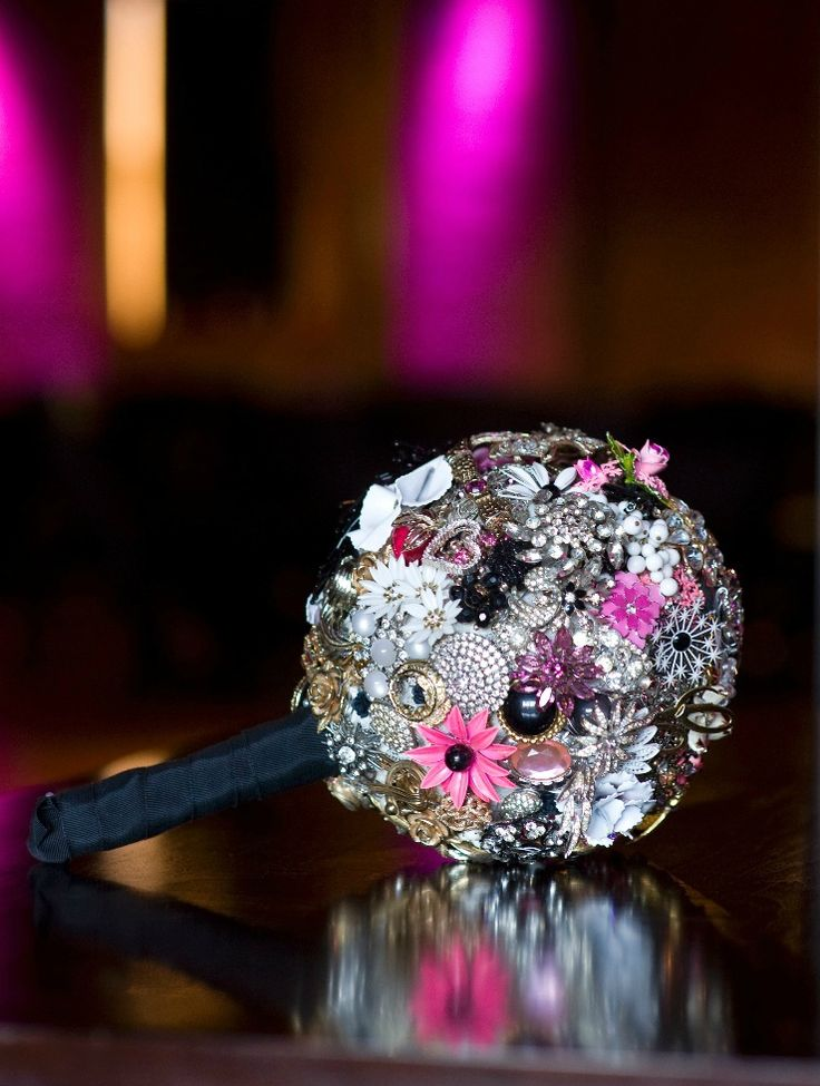 Watch CASCADING WEDDING BOUQUETS ARE MAKING A STUNNING RETURN video