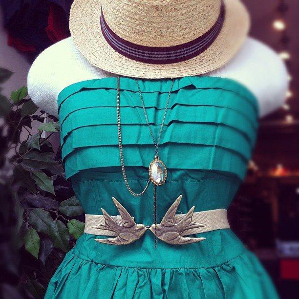 Love the dress & bird belt. Soo cute <3