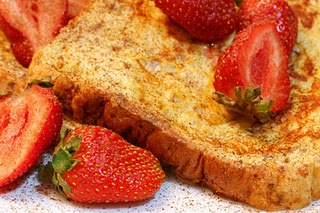 Peanut Butter & Berry French Toast | Yum! | Pinterest