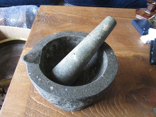 herb crushing bowl