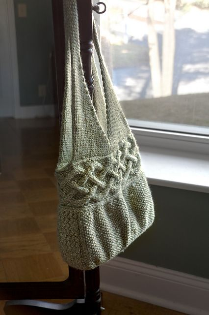 Avonlea Shoulder Bag - free pattern - pretty!  Also good for felting.