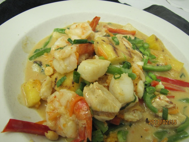 Grilled Pineapple Curry Grilled chicken, shrimp, scallops and ...