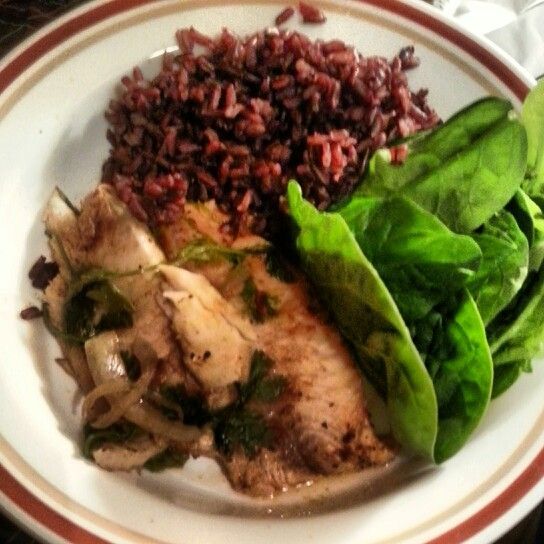 Tilapia grilled onion and garlic, spinach and black rice! Get it!