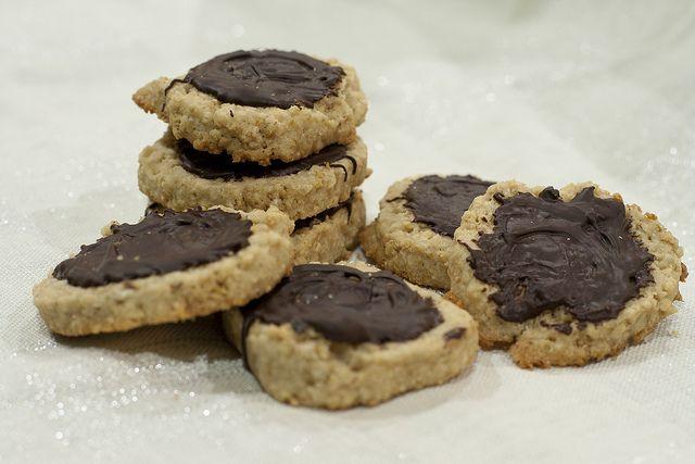 Chocolate Oatmeal Shortbread Cookies. Recipe: http://freebiegate.com ...