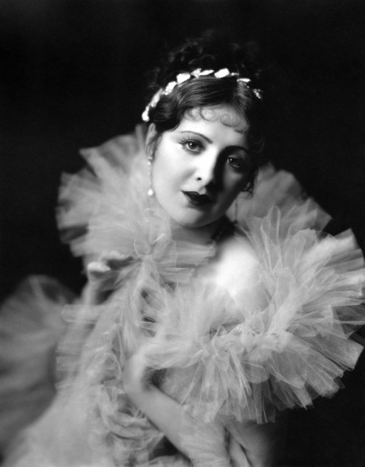 "Ziegfeld Girl ~ Billie Dove ~ (1900 – 1997). Performed in Ziegfelds ""Nine O'Clock Frolics"" of 1918 and 1920, Ziegfelds ""Nine O'Clock Revue"" (Ziegfeld Girls of 1920), Ziegfelds ""Midnight Frolic"" of 1920 (as Northern Lights). Billie Dove also performed in films from 1921 to 1963."