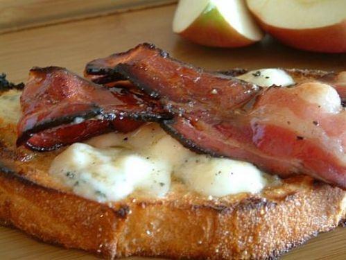 Blue Cheese and Bacon Tartine http://kitchenreport.wordpress.com/2011 ...