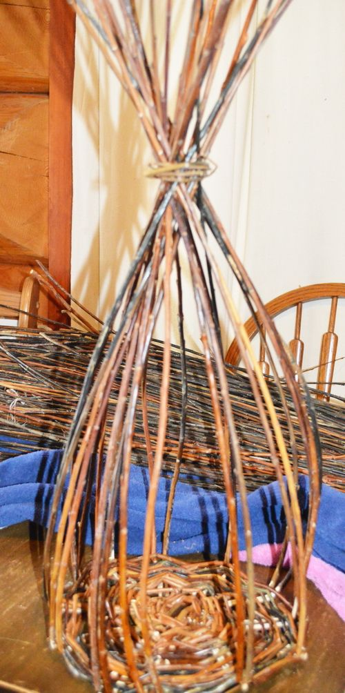 Willow Basket Weaving How To : Willow basket weaving part