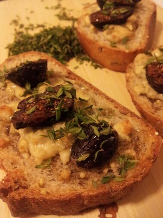 Fig, Gorgonzola, Tyne, and honey tartine | Food! | Pinterest